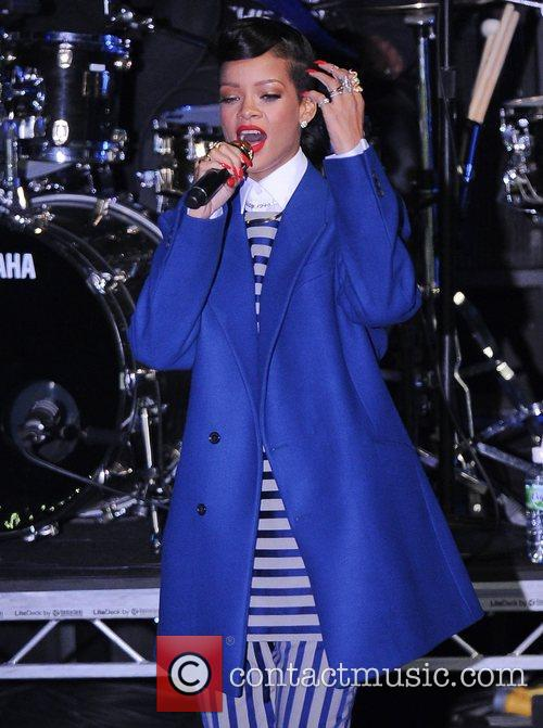 Rihanna performs and switches on the Christmas lights...