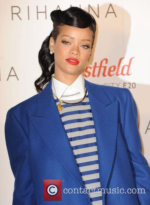 rihanna switches on the christmas lights at 4181279