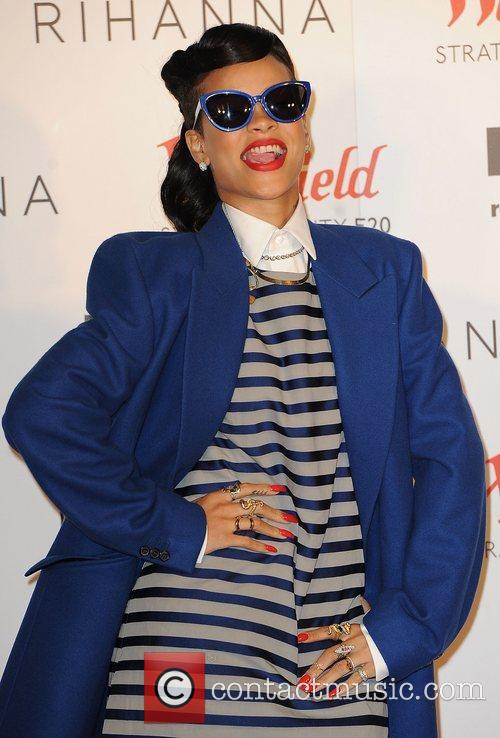 Rihanna 27