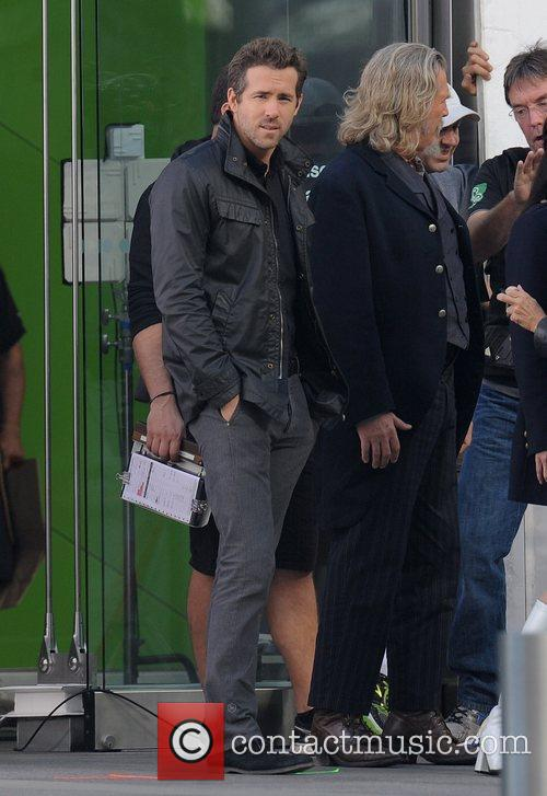 Ryan Reynolds and Jeff Bridges 7