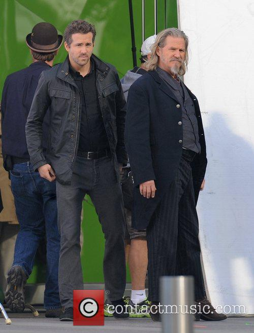 Ryan Reynolds and Jeff Bridges 4