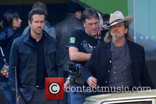Ryan Reynolds and Jeff Bridges 11