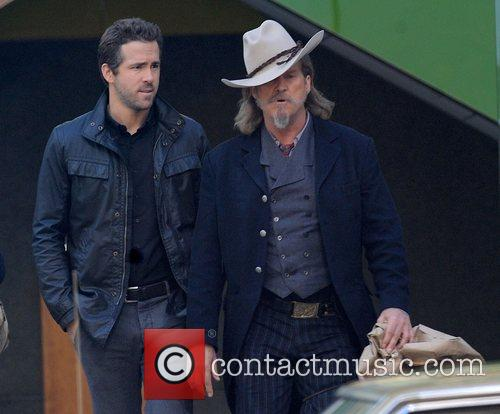 Ryan Reynolds and Jeff Bridges 5