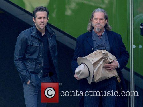 Ryan Reynolds and Jeff Bridges 9