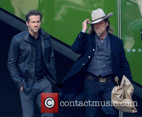 Ryan Reynolds and Jeff Bridges 3