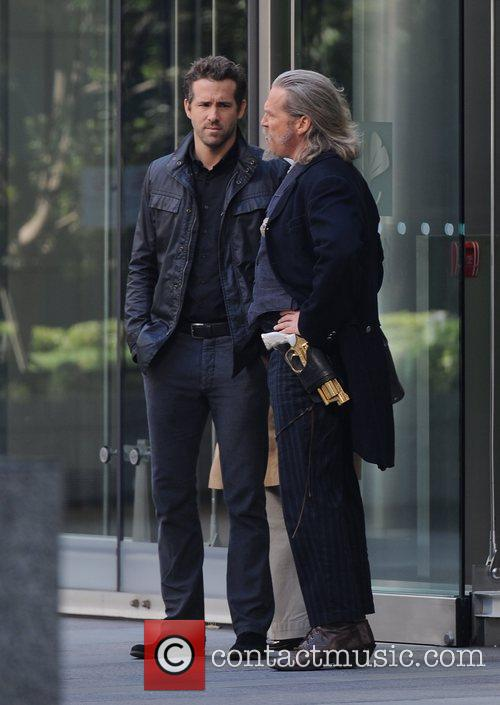 Ryan Reynolds and Jeff Bridges 12