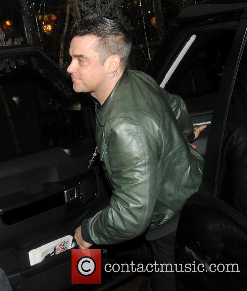 robbie williams arriving at his hotel featuring 20008622