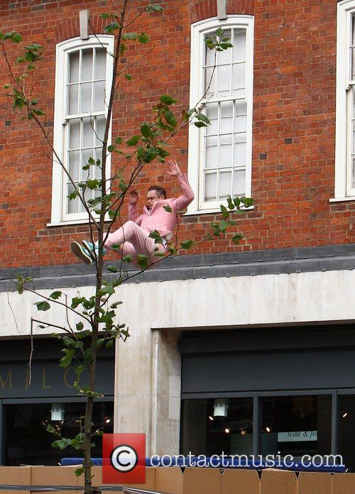 Robbie Williams' stunt double jumps from the roof...