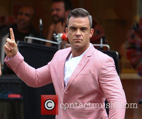 Robbie Williams films scenes for his new video...