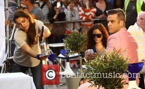 Robbie Williams, Kaya Scodelario
