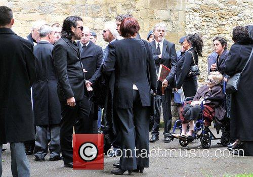 barry gibb the funeral of robin gibb 3934064
