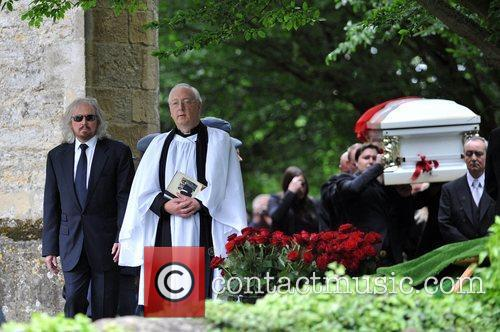 barry gibb the funeral of robin gibb 3934071