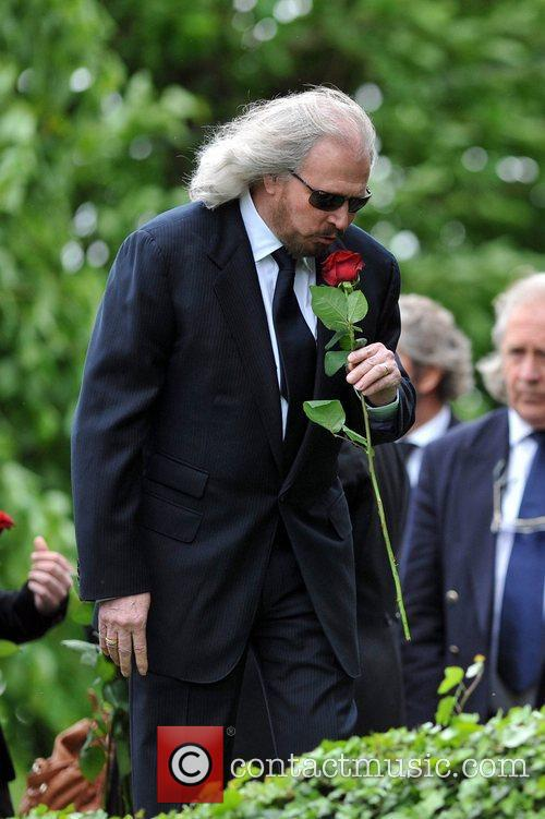 barry gibb the funeral of robin gibb 3934078