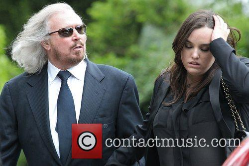 - barry-gibb-and-his-daughter-the-funeral_3934184