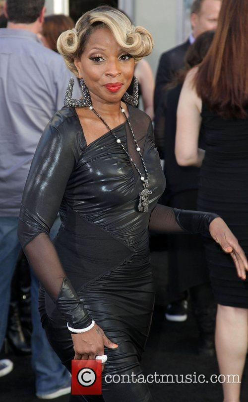 Mary J Blige and Grauman's Chinese Theatre 1