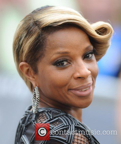 mary j blige at the premiere of 5861924
