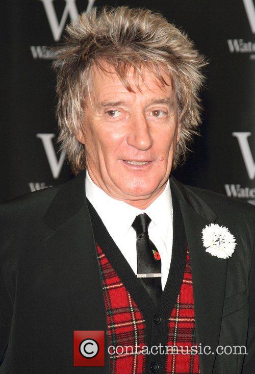 Rod Stewart Signs, The Autobiography, Waterstones Piccadilly. London and England 6