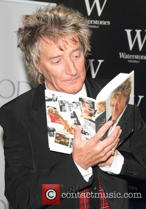 Rod Stewart Signs, The Autobiography, Waterstones Piccadilly. London and England 3