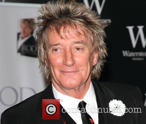 Rod Stewart Signs, The Autobiography, Waterstones Piccadilly. London and England 5
