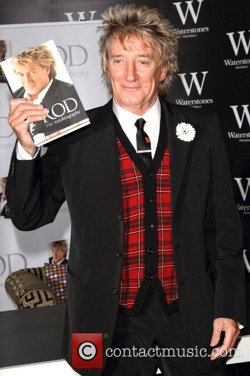 Rod Stewart Signs, The Autobiography, Waterstones Piccadilly. London and England 2