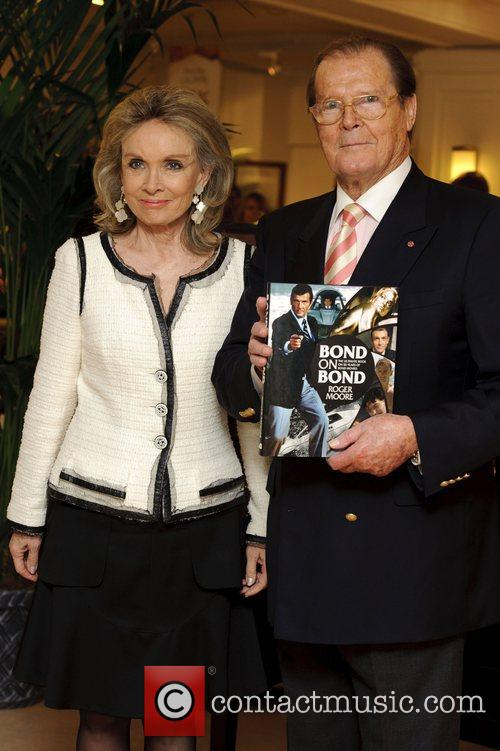 Sir Roger Moore and Kristina Tholstrup 4