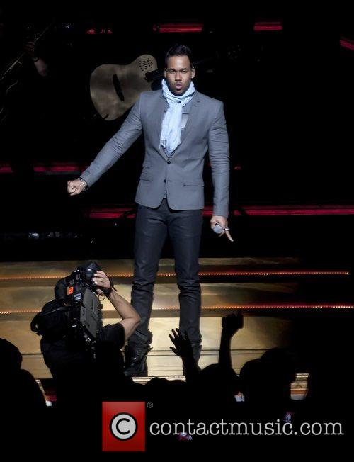 Performs live in concert in Glendale