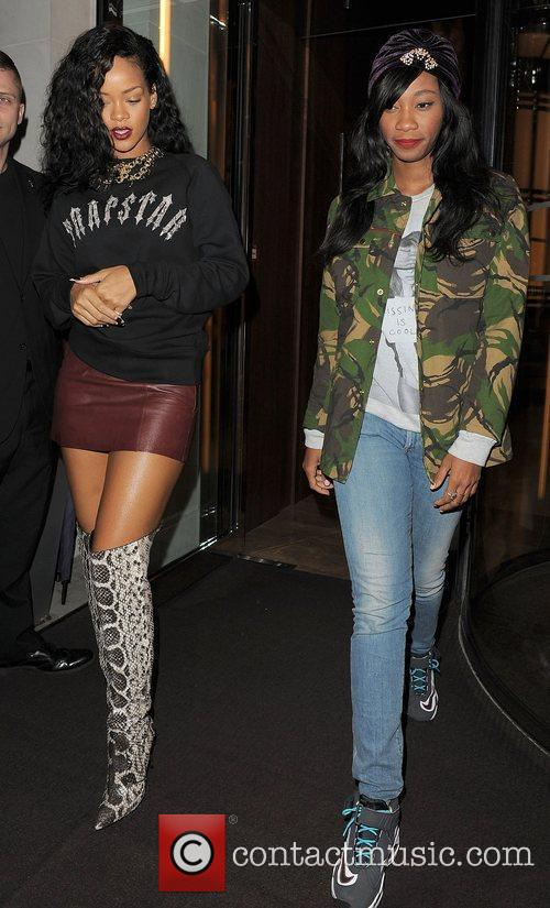 Rihanna leaving her hotel and heading to Nozomi...