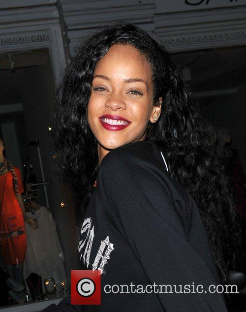 rihanna plays leaves the rose club in 4052889