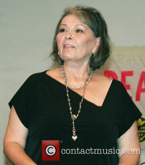roseanne barr speaks to an audience on 4094600