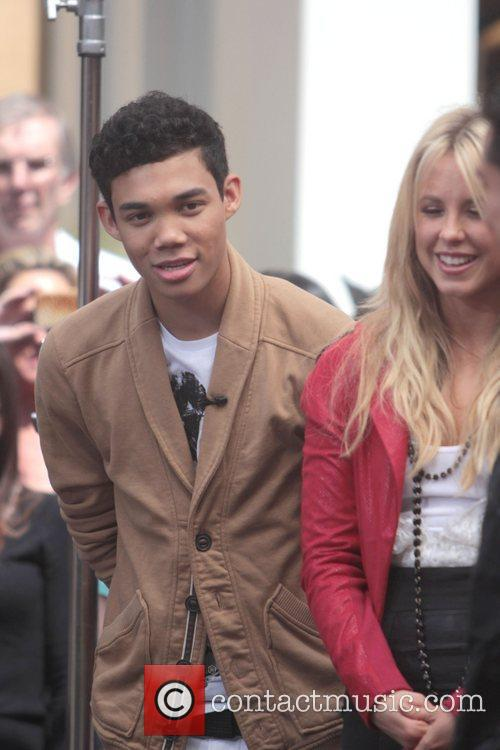 Roshon Fegan and Chelsie Hightower 10