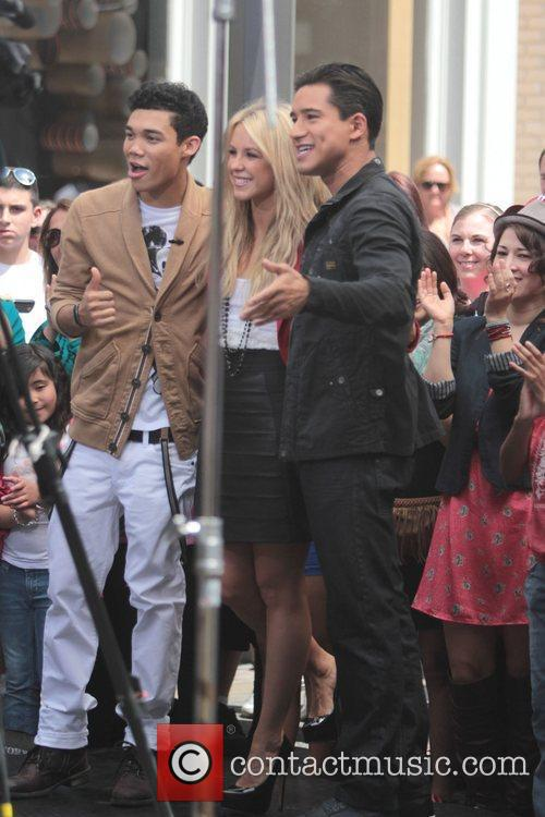 Roshon Fegan and Chelsie Hightower 14