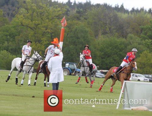 prince harry of wales l playing polo 5840557