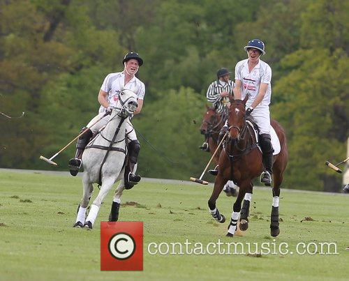 prince harry of wales l playing polo 5840563