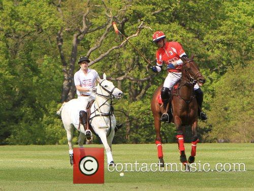 prince harry of wales r playing polo 5840552
