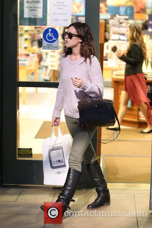 rumer willis shops at barnes and noble 5955133