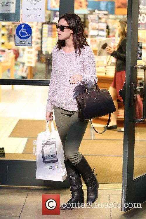 rumer willis shops at barnes and noble 5955300
