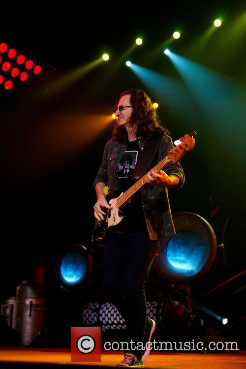 geddy lee of rush performing at atampt 4188910