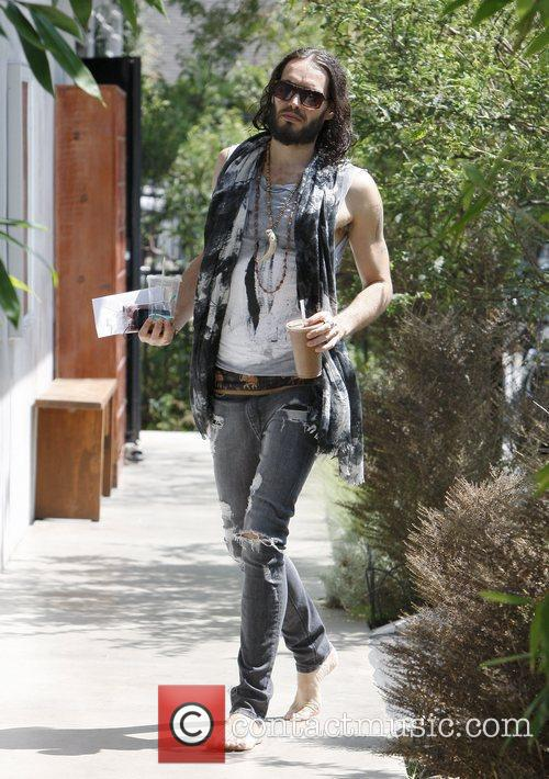 Arrives barefoot to his Hollywood yoga class