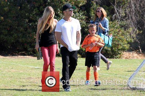 Paulina Slagter, Ryan Phillippe and Deacon Phillippe 3