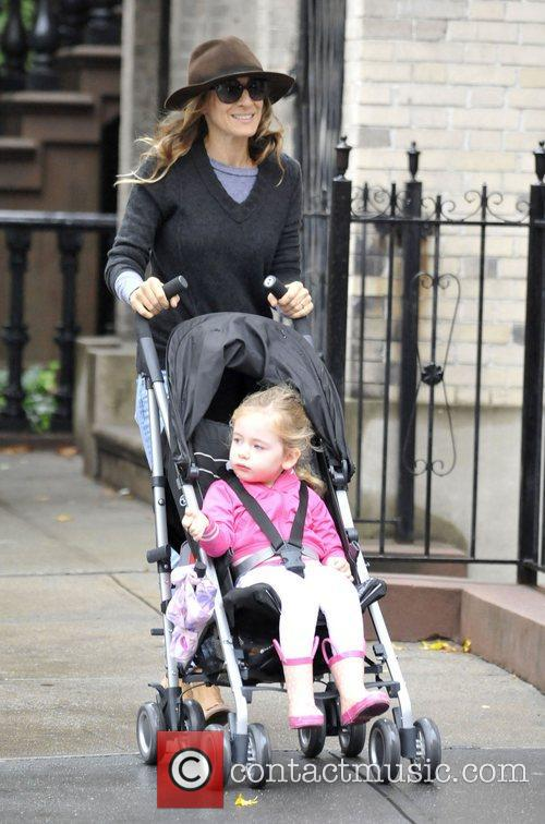 Sarah Jessica Parker walking her daughter to school...