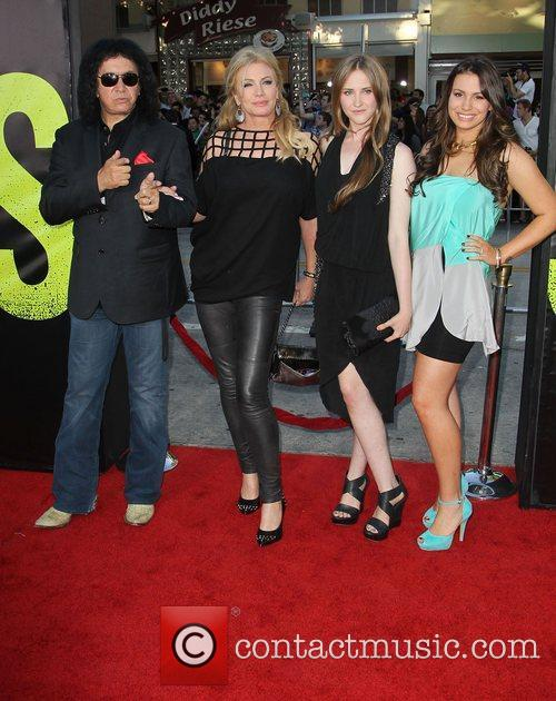 Gene Simmons, Shannon Tweed and Sophie Simmons 4