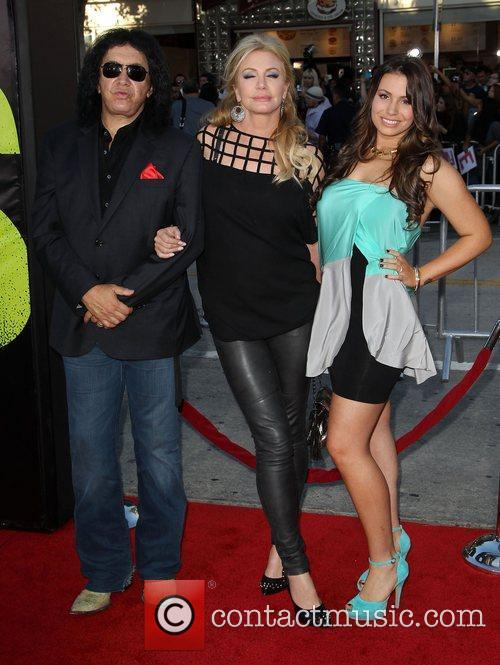 Gene Simmons, Shannon Tweed and Sophie Simmons 5