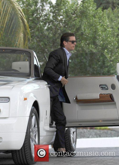 scott disick taking a ride in a 4086920