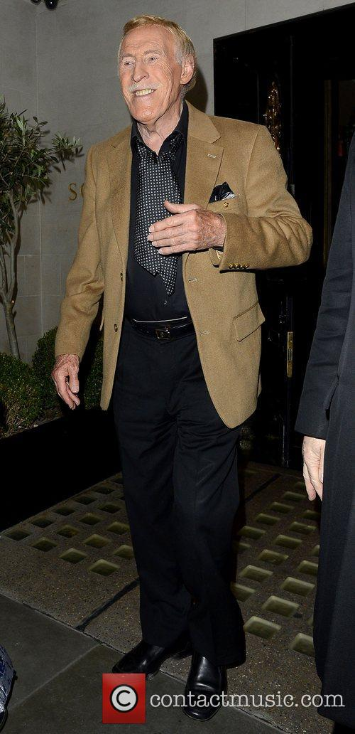 sir bruce forsyth leaving scotts restaurant in 5932809