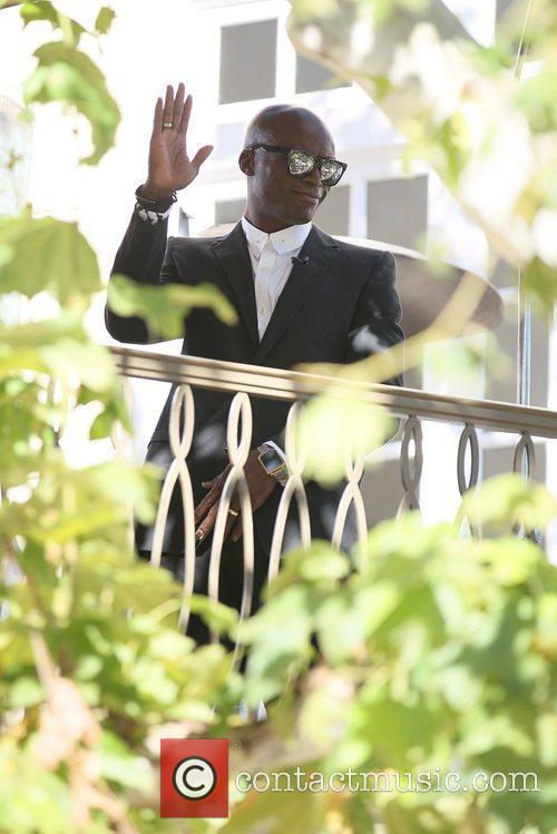 seal wears his wedding ring at the 5784842