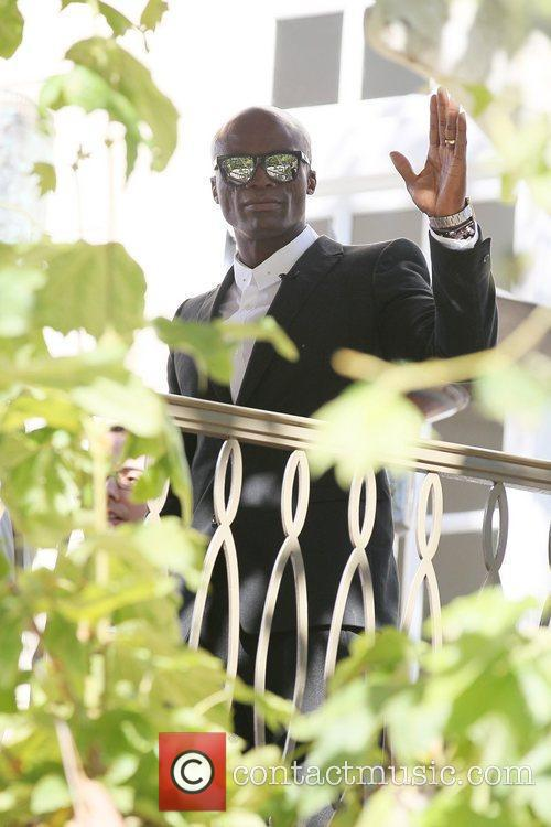 seal wears his wedding ring at the 5784847