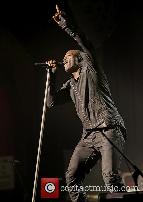 seal performing live in concert at the 20022244