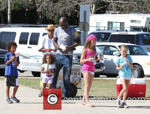 seal enjoys a day with his children 4148343