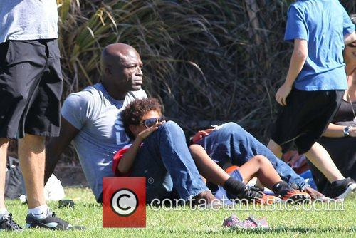 seal enjoys a day with his children 4148344