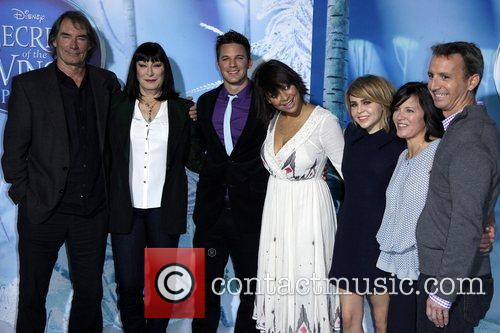 Timothy Dalton, Anjelica Huston, Matt Lanter, Raven-symone, Mae Whitman and Peggy Holmes 3